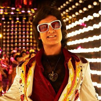 https://www.indiantelevision.com/sites/default/files/styles/340x340/public/images/tv-images/2018/12/24/Aamir-Khan-disco.jpg?itok=t063eJl5