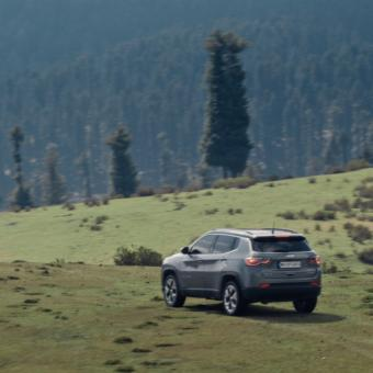 https://www.indiantelevision.com/sites/default/files/styles/340x340/public/images/tv-images/2019/01/23/jeep.jpg?itok=x5lNyWCG