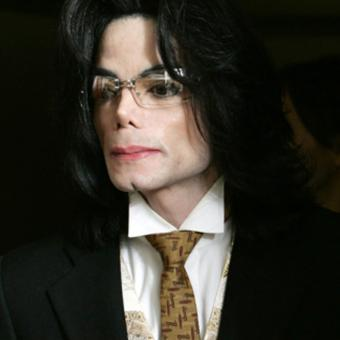 https://www.indiantelevision.com/sites/default/files/styles/340x340/public/images/tv-images/2019/03/14/Michael-Jackson.jpg?itok=hgDCl9r8