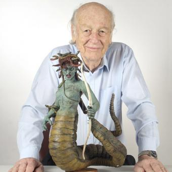 https://www.indiantelevision.com/sites/default/files/styles/340x340/public/images/tv-images/2019/07/25/Ray-Harryhausen.jpg?itok=NDL7BKbe