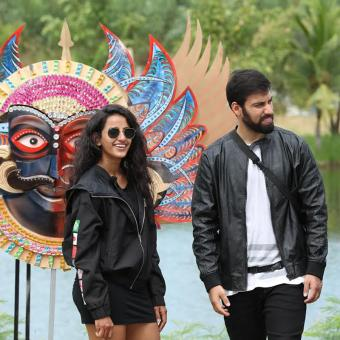 https://www.indiantelevision.com/sites/default/files/styles/340x340/public/images/tv-images/2019/08/10/Zee_Heroes.jpg?itok=vgZr5ZMf