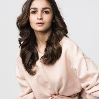 https://www.indiantelevision.com/sites/default/files/styles/340x340/public/images/tv-images/2019/08/22/alia.jpg?itok=wgaSDteN