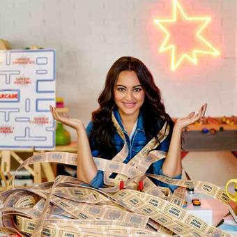 https://www.indiantelevision.com/sites/default/files/styles/340x340/public/images/tv-images/2019/10/09/sonakshi.jpg?itok=-XppB9or