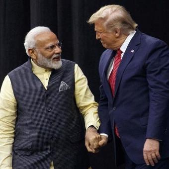 https://www.indiantelevision.com/sites/default/files/styles/340x340/public/images/tv-images/2020/02/24/Trump-and-modi.jpg?itok=AbIkPcTN