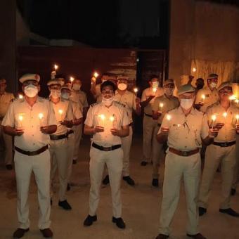 https://www.indiantelevision.com/sites/default/files/styles/340x340/public/images/tv-images/2020/04/07/police.jpg?itok=1FyZbI4t