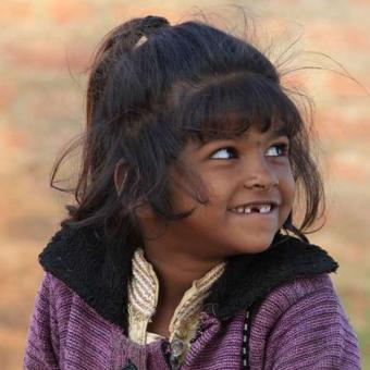 https://www.indiantelevision.com/sites/default/files/styles/340x340/public/images/tv-images/2020/04/14/families.jpg?itok=15ud4vE9