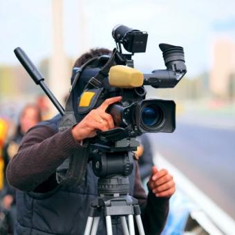 https://www.indiantelevision.com/sites/default/files/styles/340x340/public/images/tv-images/2020/06/25/flim-shooting.jpg?itok=Oq9VBztL