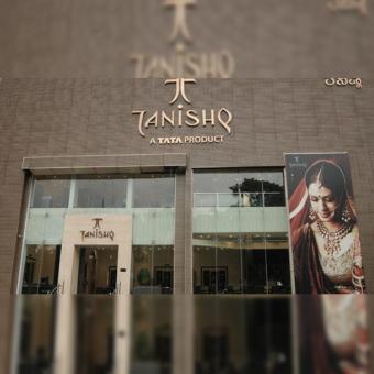 https://www.indiantelevision.com/sites/default/files/styles/340x340/public/images/tv-images/2020/10/15/tanishq-store.jpg?itok=L4zj8JCc