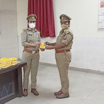 https://www.indiantelevision.com/sites/default/files/styles/340x340/public/images/tv-images/2021/05/28/police.jpg?itok=M4JkgyN9