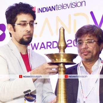 https://www.indiantelevision.com/sites/default/files/styles/345x345/public/images/photos/2019/06/22/1111.jpg?itok=4k6c8067