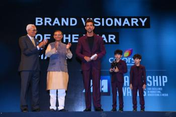 https://www.indiantelevision.com/sites/default/files/styles/350x350/public/images/photos/2015/04/20/Hrithik%20Roshan%20speaks%20at%20the%20IAA%20Leadership%20Awards%202015.JPG?itok=AmP7gkTc