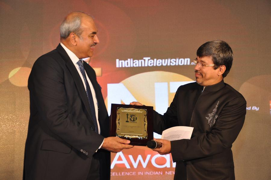 KVL Narayan Rao receives game changer award on behalf of NDTV