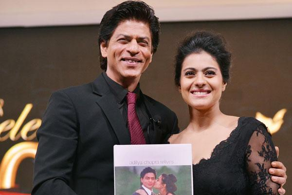 https://www.indiantelevision.com/sites/default/files/styles/956x956/public/images/photos/2014/12/15/SRK%20and%20Kajol%20Celebrate%201000%20Weeks%20Of%20DDLJ%20at%20YRF%20Studios%20in%20Mumbai%20%20%287%29.JPG?itok=ZIVczJNj