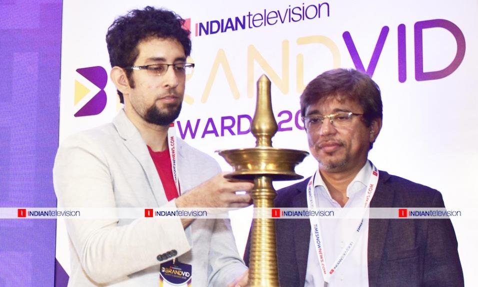 https://www.indiantelevision.com/sites/default/files/styles/956x956/public/images/photos/2019/06/22/1111.jpg?itok=YAIoqYDV