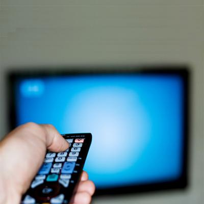 https://www.indiantelevision.com/sites/default/files/styles/smartcrop_800x800/public/images/cable_tv_images/2014/07/08/head99-watching-tv.jpg?itok=H739lwU7