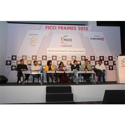 https://www.indiantelevision.com/sites/default/files/styles/smartcrop_800x800/public/images/event-coverage/2015/03/27/live%20events.jpg?itok=VqiNmTHo