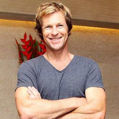 http://www.indiantelevision.com/sites/default/files/styles/smartcrop_800x800/public/images/internet-images/2015/02/12/thumb-jonty-rhodes-may2013.jpg?itok=LUbHsf95