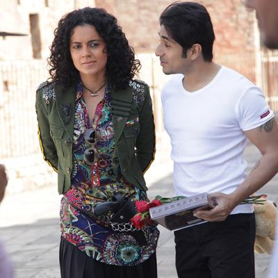 http://www.indiantelevision.com/sites/default/files/styles/smartcrop_800x800/public/images/movie-images/2014/03/13/Kangana%20and%20Vir%20Das%20in%20Revolver%20Rani.jpg?itok=Yu_YHGsX