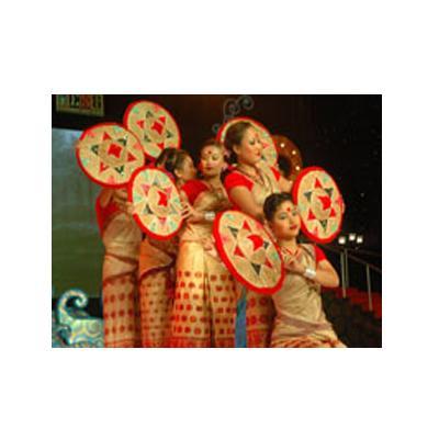 http://www.indiantelevision.com/sites/default/files/styles/smartcrop_800x800/public/images/movie-images/2014/12/02/aac.jpg?itok=wdjsDcIt