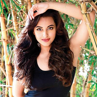 http://www.indiantelevision.com/sites/default/files/styles/smartcrop_800x800/public/images/movie-images/2015/08/04/264801-sonakshi.jpg?itok=iu9VVOpE