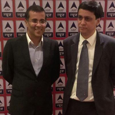 http://www.indiantelevision.com/sites/default/files/styles/smartcrop_800x800/public/images/tv-images/2014/01/10/Anchor%20Chetan%20Bhagat%20with%20ABP.jpg?itok=XnKpBaL1