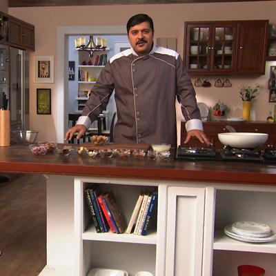 http://www.indiantelevision.com/sites/default/files/styles/smartcrop_800x800/public/images/tv-images/2014/01/23/chef%20Gautam%20Mehrishi.jpg?itok=6vSKdphZ