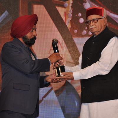 http://www.indiantelevision.com/sites/default/files/styles/smartcrop_800x800/public/images/tv-images/2014/02/13/LK_Advani.jpg?itok=jd-PlllW