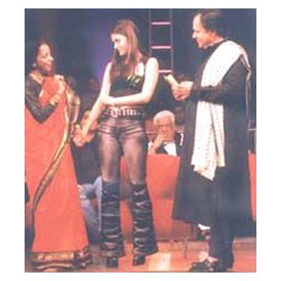 http://www.indiantelevision.com/sites/default/files/styles/smartcrop_800x800/public/images/tv-images/2014/04/03/jeena.jpg?itok=4atIP5IS