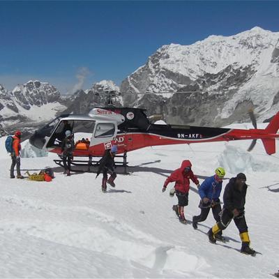 http://www.indiantelevision.com/sites/default/files/styles/smartcrop_800x800/public/images/tv-images/2014/05/28/Everest_Avalanche.jpg?itok=sNC7xPyY
