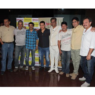 http://www.indiantelevision.com/sites/default/files/styles/smartcrop_800x800/public/images/tv-images/2014/06/10/team_0.jpg?itok=4ZZ9vCwc
