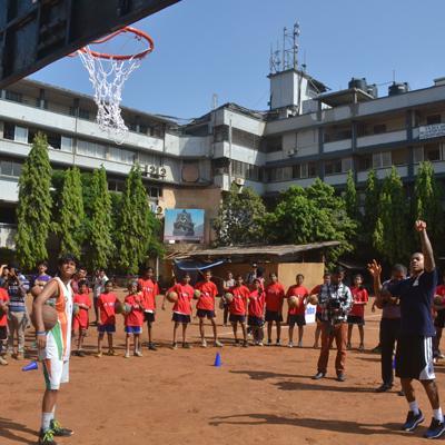 http://www.indiantelevision.com/sites/default/files/styles/smartcrop_800x800/public/images/tv-images/2014/06/11/basketball.JPG?itok=7JTrBpT_