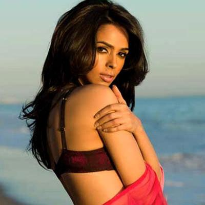 http://www.indiantelevision.com/sites/default/files/styles/smartcrop_800x800/public/images/tv-images/2014/06/18/B_Id_345147_Mallika_Sherawat.jpg?itok=A9w9dxCY