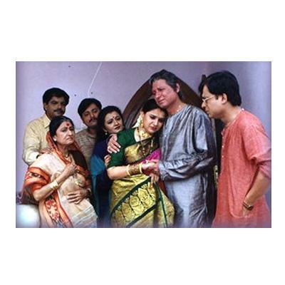 http://www.indiantelevision.com/sites/default/files/styles/smartcrop_800x800/public/images/tv-images/2014/08/26/1df_2.jpg?itok=oy_C3r3a