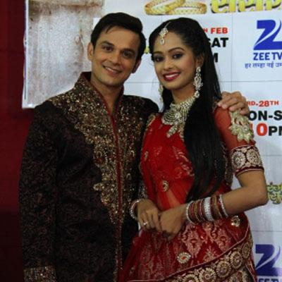 http://www.indiantelevision.com/sites/default/files/styles/smartcrop_800x800/public/images/tv-images/2015/02/24/Vihaan%20and%20Arushi%20from%20Satrangi%20Sasural%20at%20their%20sangeet%20%26%20engagement%20ceremony%20in%20Delhi.jpg?itok=Gyqan-W3