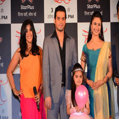 http://www.indiantelevision.com/sites/default/files/styles/smartcrop_800x800/public/images/tv-images/2015/09/15/Ye%20Hai%20Mohabbatein.jpg?itok=7rB_-yRX