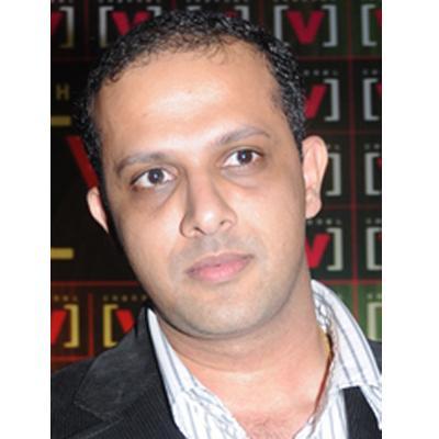 http://www.indiantelevision.com/sites/default/files/styles/smartcrop_800x800/public/images/tv-images/2015/11/14/Prem%20Kamath.jpg?itok=iJ_kTlui