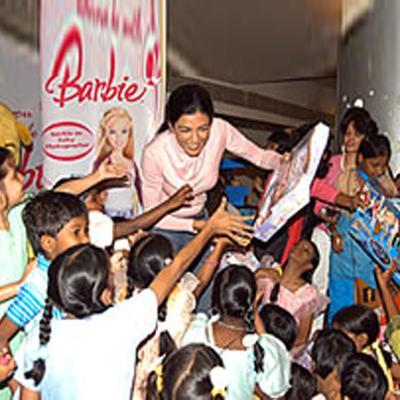 http://www.indiantelevision.com/sites/default/files/styles/smartcrop_800x800/public/images/tv-images/2016/04/27/Barbie.jpg?itok=OhBlj-S6