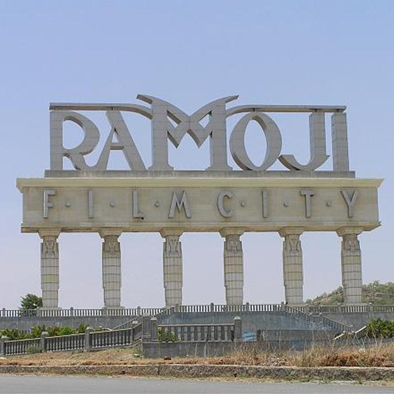 https://www.indiantelevision.com/sites/default/files/styles/smartcrop_800x800/public/images/tv-images/2016/05/17/Ramoji%20Film%20City.jpg?itok=_RRtDtAb