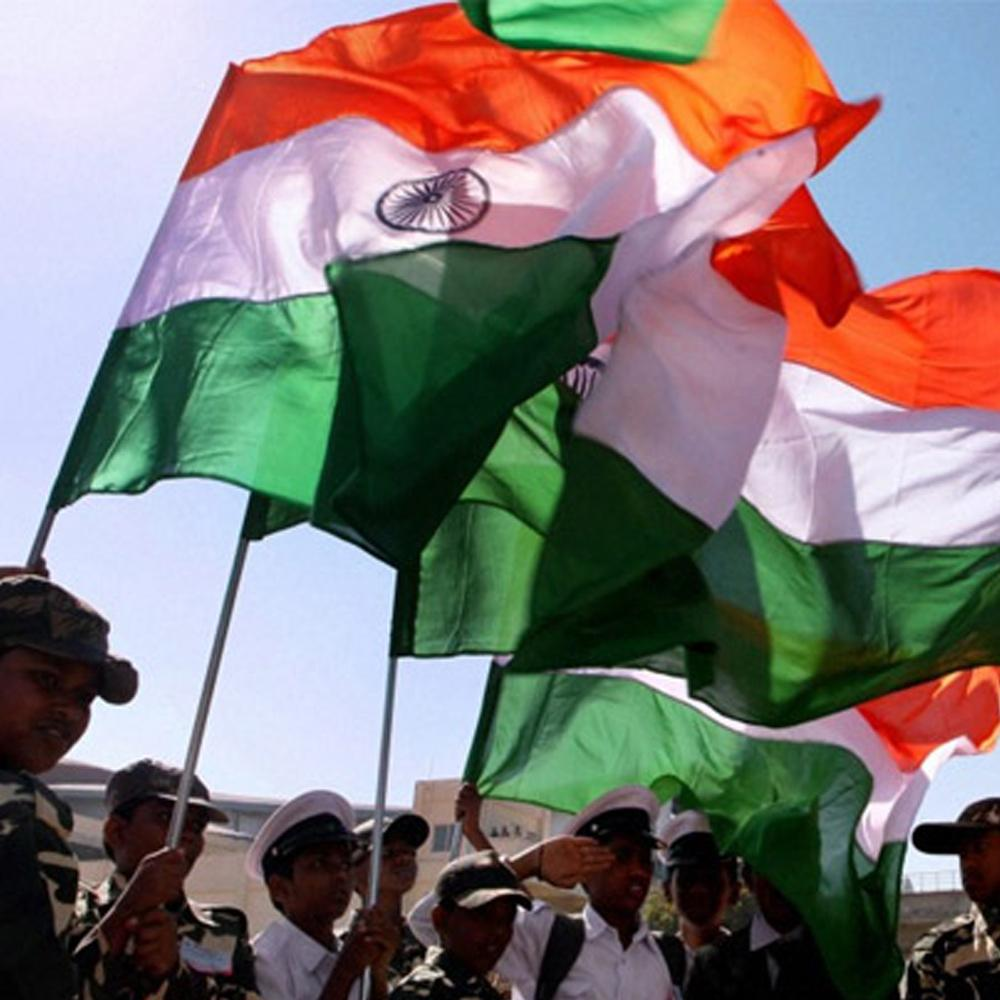 http://www.indiantelevision.com/sites/default/files/styles/smartcrop_800x800/public/images/tv-images/2016/08/13/army-indian-flag.jpg?itok=lPH9jsF6