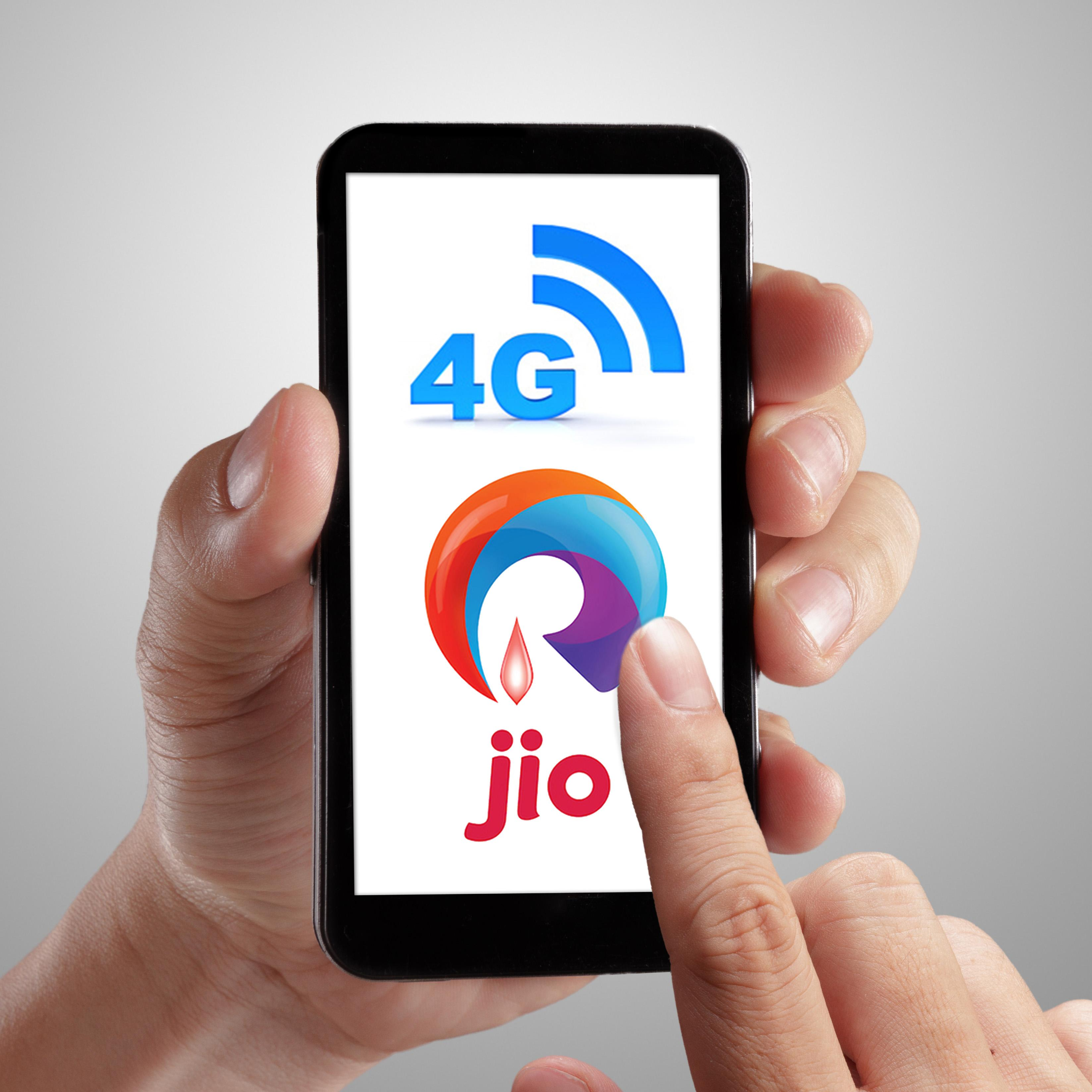 http://www.indiantelevision.com/sites/default/files/styles/smartcrop_800x800/public/images/tv-images/2016/09/02/Reliance%20Jio%204G.jpg?itok=wHy79wQn