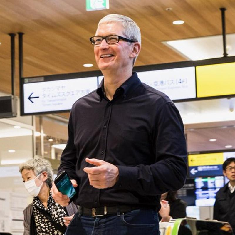 http://www.indiantelevision.com/sites/default/files/styles/smartcrop_800x800/public/images/tv-images/2016/10/27/Tim-Cook.jpg?itok=qFxOeTwi