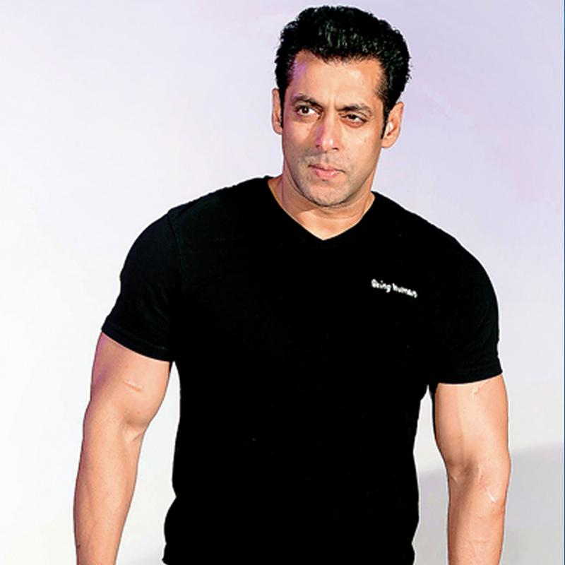 http://www.indiantelevision.com/sites/default/files/styles/smartcrop_800x800/public/images/tv-images/2016/10/28/Salman%20Khan.jpg?itok=cc9Lo6lh