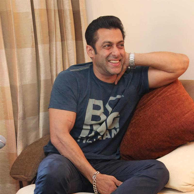 http://www.indiantelevision.com/sites/default/files/styles/smartcrop_800x800/public/images/tv-images/2017/01/16/Salman-Khan-800x800.jpg?itok=HHSC9CN_