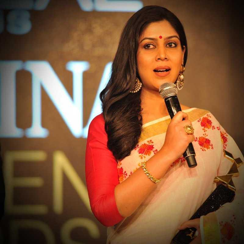 https://www.indiantelevision.com/sites/default/files/styles/smartcrop_800x800/public/images/tv-images/2017/02/07/sakshi-tanwar-800x800.jpg?itok=tJUuemb9