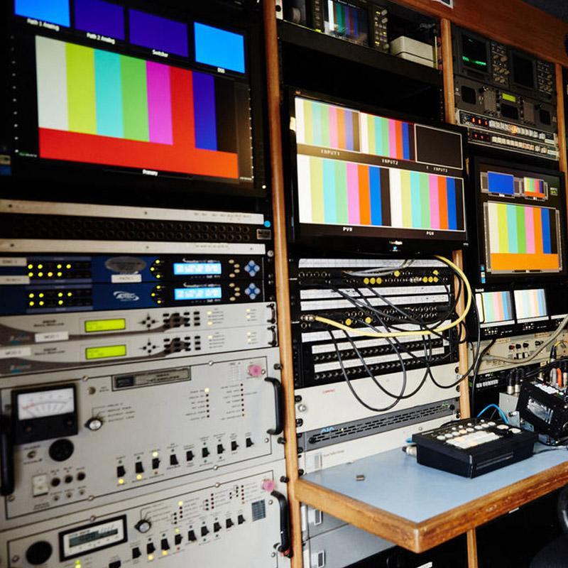 http://www.indiantelevision.com/sites/default/files/styles/smartcrop_800x800/public/images/tv-images/2017/08/29/TV_hardware.jpg?itok=wVBdJ1Xr