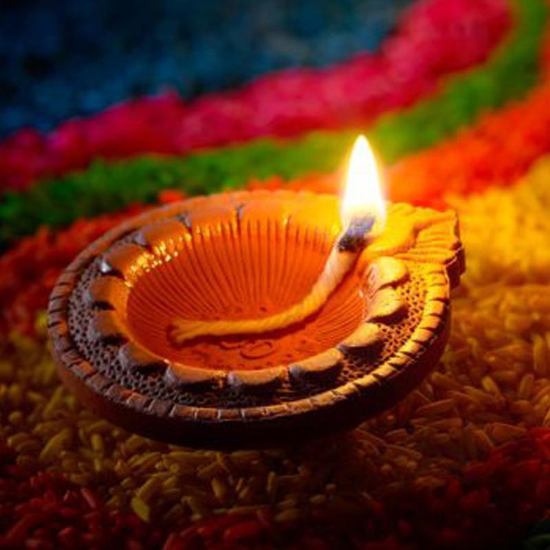 https://www.indiantelevision.com/sites/default/files/styles/smartcrop_800x800/public/images/tv-images/2017/10/18/Diwali.jpg?itok=83dzPmcj
