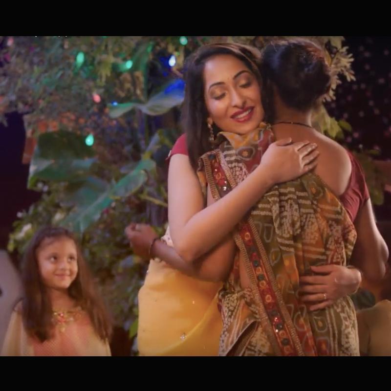 http://www.indiantelevision.com/sites/default/files/styles/smartcrop_800x800/public/images/tv-images/2017/10/23/Diwali_ad1.jpg?itok=ojWlrOns