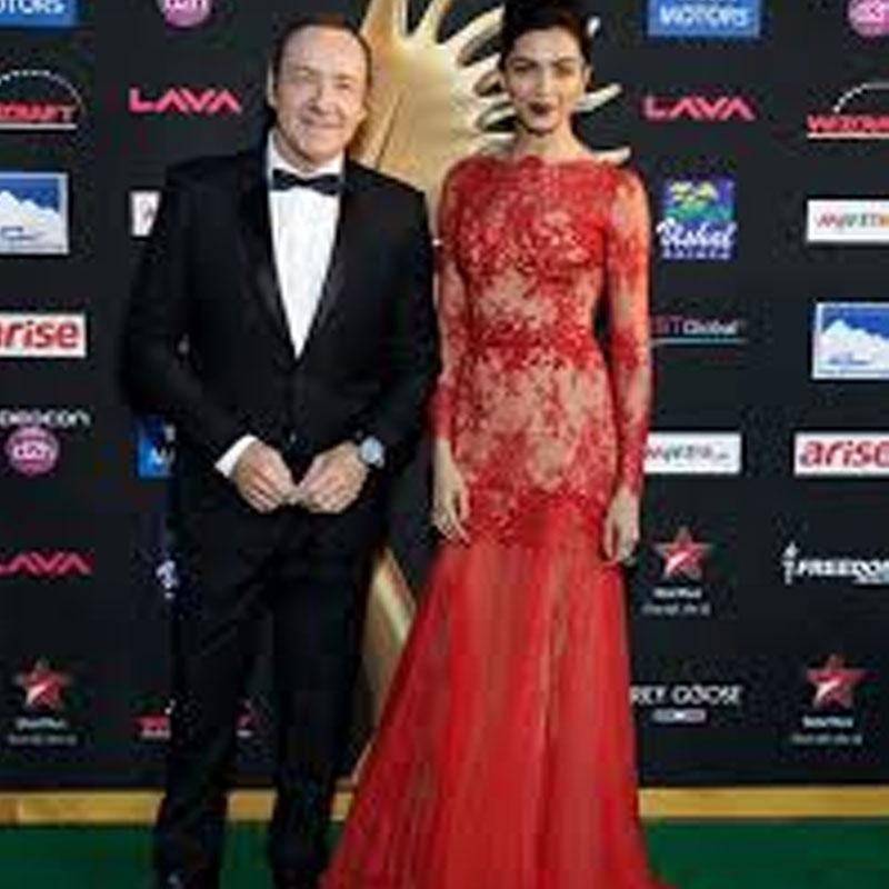 http://www.indiantelevision.com/sites/default/files/styles/smartcrop_800x800/public/images/tv-images/2017/11/23/iifa_0.jpg?itok=U7Dc0amE