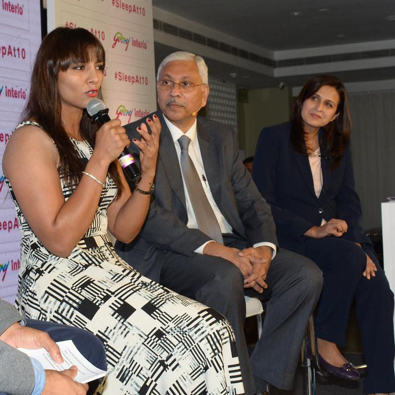 http://www.indiantelevision.com/sites/default/files/styles/smartcrop_800x800/public/images/tv-images/2018/01/16/Phogat-launches-Godrej.jpg?itok=NAQSuAOo
