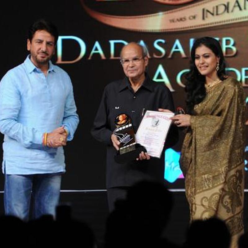 http://www.indiantelevision.com/sites/default/files/styles/smartcrop_800x800/public/images/tv-images/2018/02/01/Dada-Saheb-Phalke-Film-Festival-Award---2012.jpg?itok=-y5MUhoz